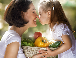 mom-and-child-eating-healthy-food